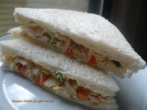 A super quick , super healthy , diet friendly Chicken sandwich .. only 260 calorie max !!!!!!!! Filling and yummy!!!!!!!!!!!